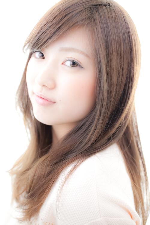 【艶やかに潤う超音波カラー】ZENAのカラーは髪に負担をかけず、傷んでパサついた髪も、つややかに。